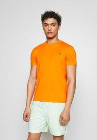 Polo Ralph Lauren - Jednoduché triko - bright signal ora - 0