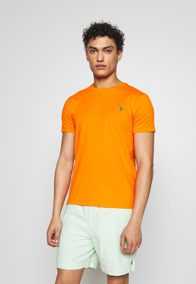 SLIM FIT - T-shirt - bas - bright signal ora
