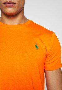 Polo Ralph Lauren - Jednoduché triko - bright signal ora - 5
