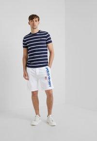 Polo Ralph Lauren - T-shirt z nadrukiem - newport navy - 1