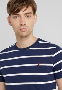 Polo Ralph Lauren - T-shirt z nadrukiem - newport navy - 3