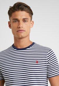 Polo Ralph Lauren - T-shirt z nadrukiem - nevis/newport navy - 4