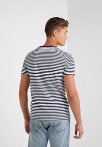Polo Ralph Lauren - T-shirt z nadrukiem - nevis/newport navy - 2