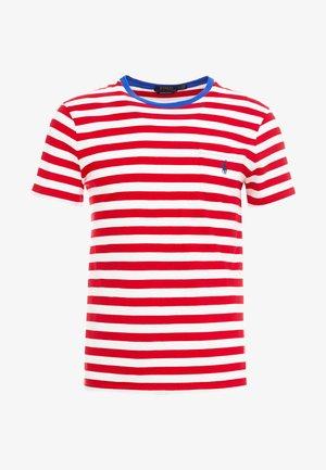 SLIM FIT - Camiseta estampada - cruise red/white