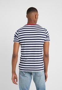 Polo Ralph Lauren - SLIM FIT - T-shirt imprimé - newport navy/white - 2