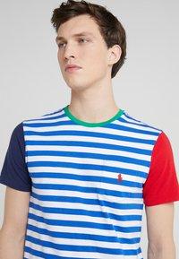 Polo Ralph Lauren - Camiseta estampada - sapphire star/multi - 4