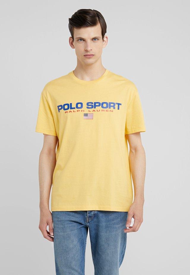 POLO SPORT - Camiseta estampada - chrome yellow