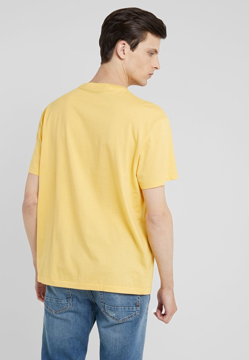 Polo Ralph Lauren POLO SPORT - T-shirts med print - chrome yellow