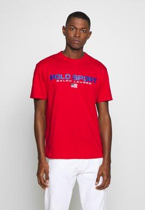 POLO SPORT - T-shirt imprimé - red