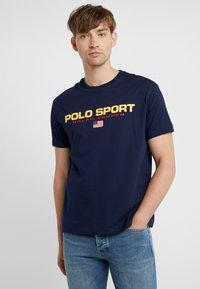 Polo Ralph Lauren - POLO SPORT - T-Shirt print - cruise navy - 0