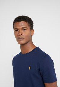 Polo Ralph Lauren - SLIM FIT - T-shirt basic - cruise navy - 4