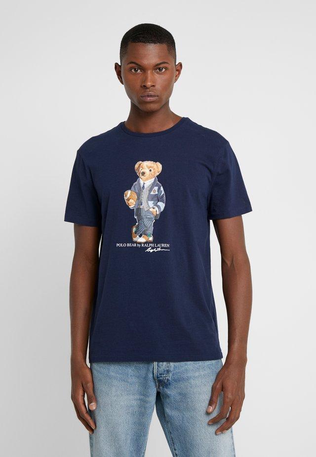 T-shirt med print - cruise navy