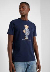 Polo Ralph Lauren - T-shirt z nadrukiem - cruise navy - 3