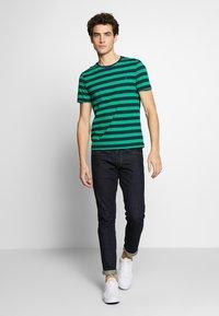 Polo Ralph Lauren - T-shirts med print - green/dark blue - 1