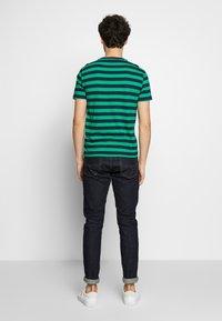 Polo Ralph Lauren - T-shirts med print - green/dark blue - 2