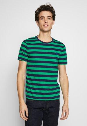 T-shirt imprimé - green/dark blue