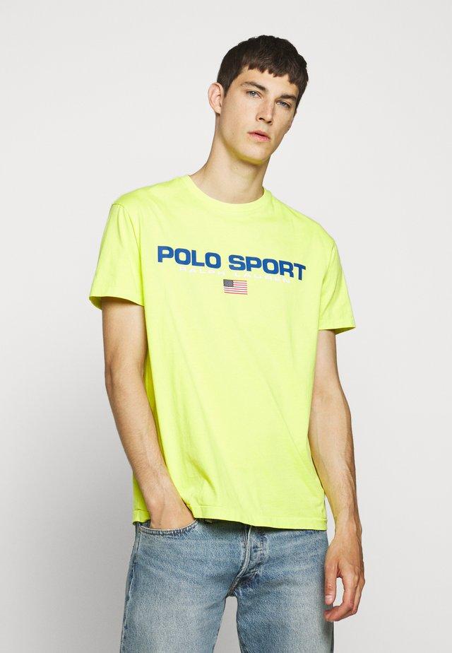 Camiseta estampada - bright pear