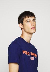 Polo Ralph Lauren - T-shirt imprimé - fall royal - 3