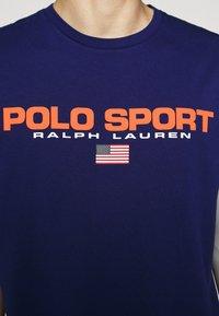 Polo Ralph Lauren - T-shirt imprimé - fall royal - 6