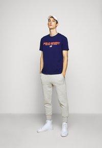 Polo Ralph Lauren - T-shirt imprimé - fall royal - 1
