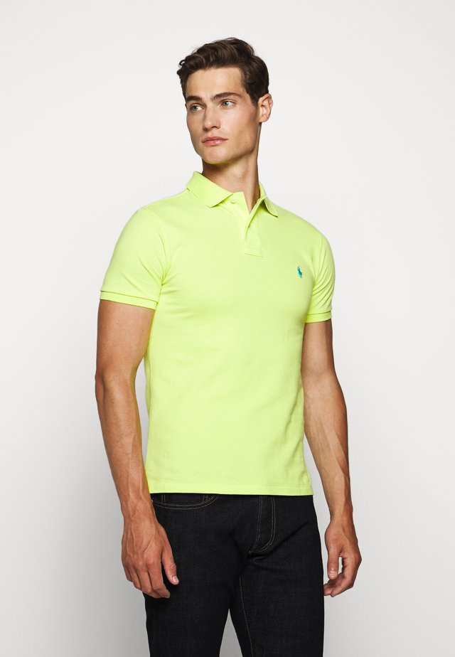 SLIM FIT MODEL - Polo shirt - bright pear
