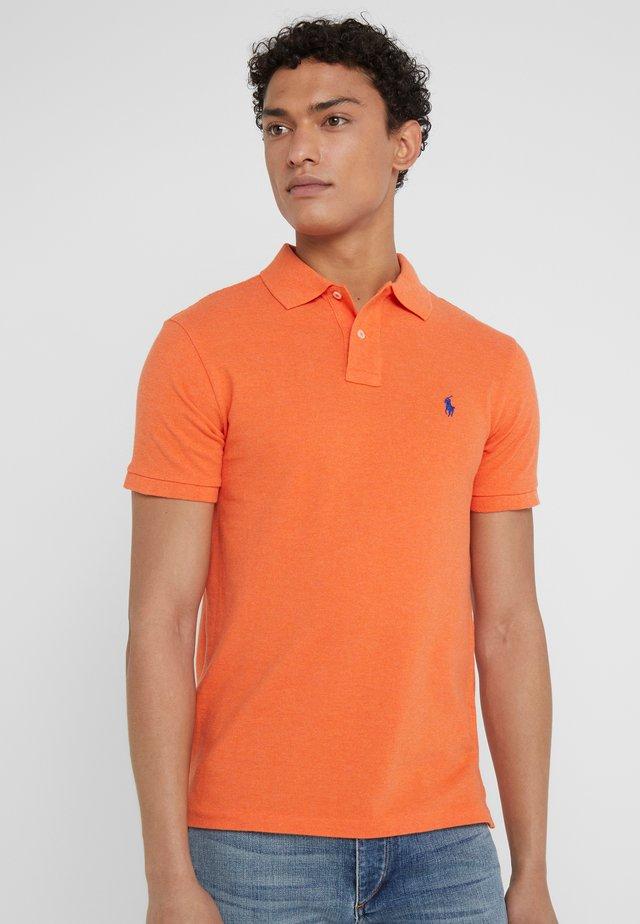 SLIM FIT MODEL - Polo shirt - spring melon heat