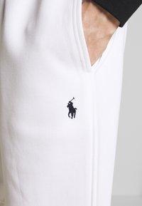 Polo Ralph Lauren - DOUBLE KNIT TECH-SHO - Shorts - white - 4