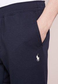 Polo Ralph Lauren - DOUBLE KNIT TECH-SHO - Shorts - aviator navy - 5