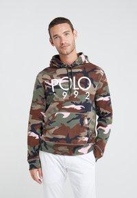 Polo Ralph Lauren - MAGIC - Sweat à capuche - olive/pink - 0