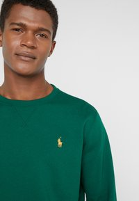Polo Ralph Lauren - ATHLETIC - Bluza - new forest - 4