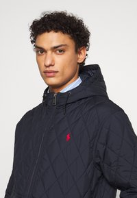 Polo Ralph Lauren - QUILTED HENSON HOODIE - Giacca da mezza stagione - college navy - 3