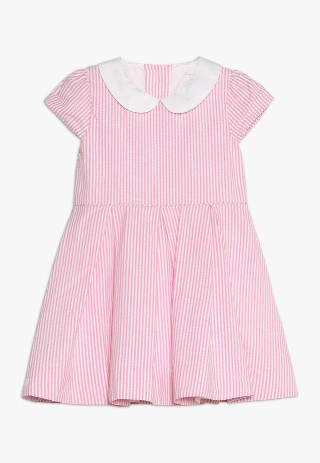 SEERSUCKER-DRESSES - Vestido de cóctel - pink/white
