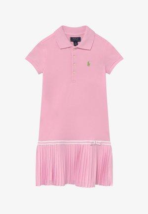 POLO DRESS - Denní šaty - carmel pink