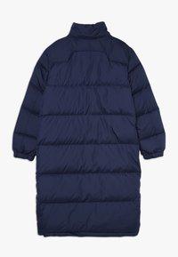 Polo Ralph Lauren - LONG CAP OUTERWEAR JACKET - Kabát zprachového peří - french navy - 2
