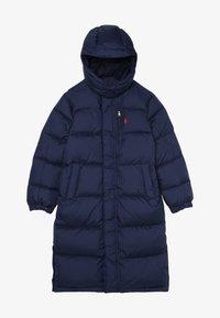 Polo Ralph Lauren - LONG CAP OUTERWEAR JACKET - Kabát zprachového peří - french navy - 3