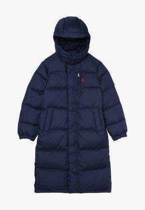 LONG CAP OUTERWEAR JACKET - Kabát zprachového peří - french navy