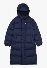 Polo Ralph Lauren - LONG CAP OUTERWEAR JACKET - Kabát zprachového peří - french navy - 0