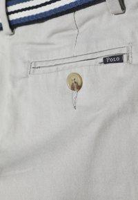 Polo Ralph Lauren - PREPPY BOTTOMS PANT - Chino kalhoty - light smoke - 4