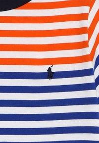 Polo Ralph Lauren - T-shirt med print - sailing orange multi - 3
