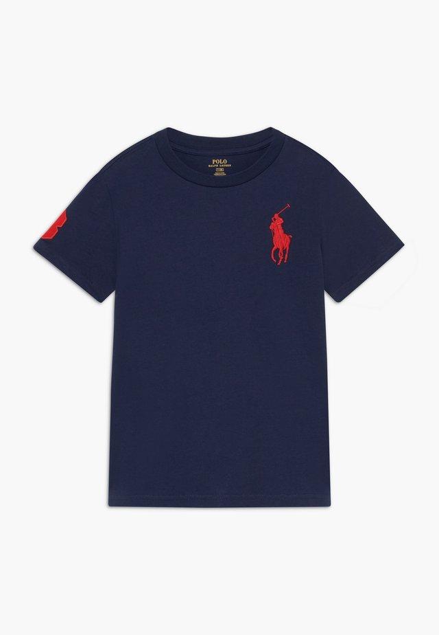 T-shirt med print - newport navy