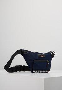 Polo Ralph Lauren - Rumpetaske - navy - 3