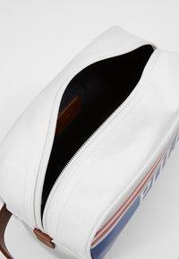 Polo Ralph Lauren - BG POLO SHV-POUCH - Reisaccessoires - red/white/navy - 5