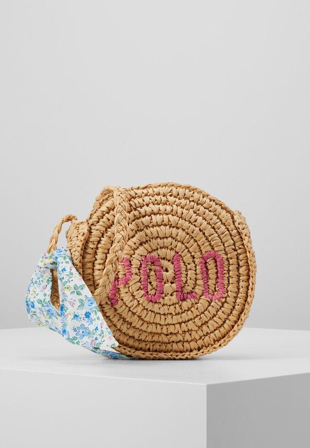 ROUND BAG CROSSBODY - Torba na ramię - raffia
