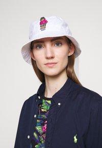 Polo Ralph Lauren - NEW BOND CHINO BUCKET - Hatt - white - 1