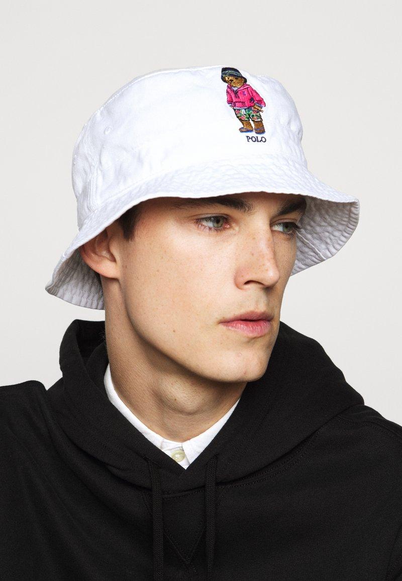 Polo Ralph Lauren - NEW BOND CHINO BUCKET - Hat - white