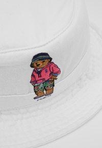 Polo Ralph Lauren - NEW BOND CHINO BUCKET - Hat - white - 5