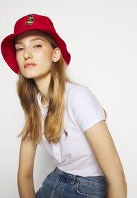 Polo Ralph Lauren - BUCKET HAT BEAR - Chapeau - red - 1