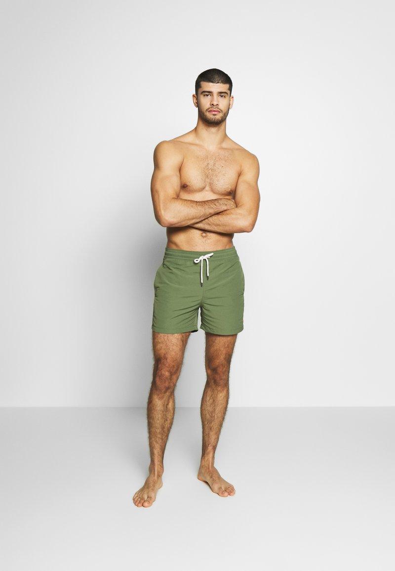 Polo Ralph Lauren - SLIM TRAVELER - Shorts da mare - supply olive