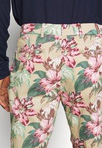 Polo Ralph Lauren Golf - ATHLETIC SHORT - Korte sportsbukser - wild hibiscus - 3