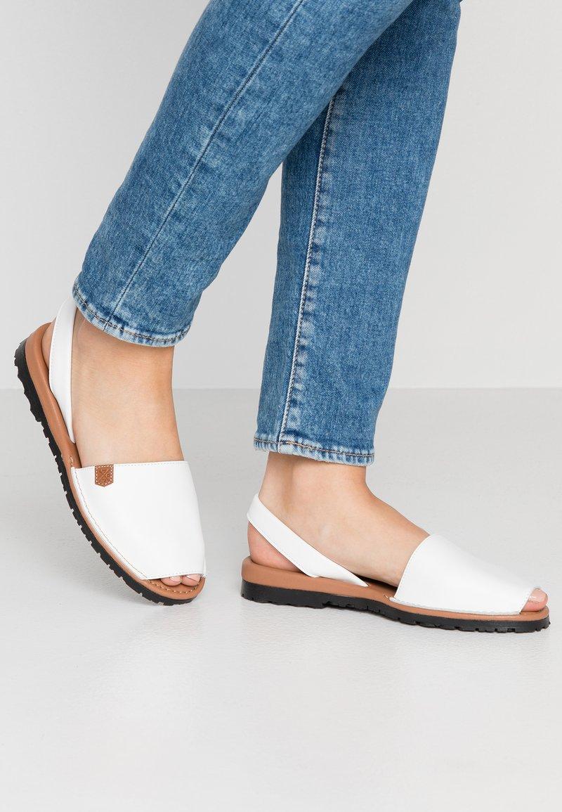 POPA - CALIFORNIA - Sandaalit nilkkaremmillä - white